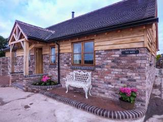 THE BARN, single-storey, woodburner, gravelled garden, off road parking, Ironbridge