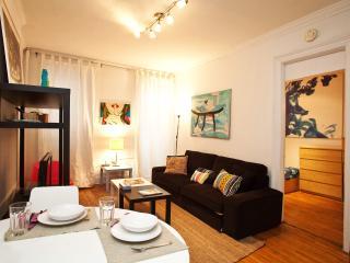 1 Bedroom Brownstone Apartment by Central park, Nova York