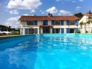 Farmhouse Gite with pool sleeps 10-12