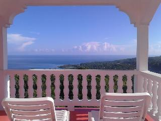 Gibraltar Height Villa 15 min Ocho Rios FAB VIEWS!, Ocho Ríos