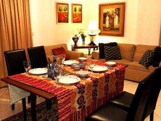 CITY CENTER CLASSY APARTMENT WITH PARKING AND WiFi, Salónica