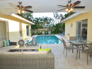 NEW STUNNING BEACH HOME HEATED POOL STEPS TO BEACH, Lauderdale by the Sea