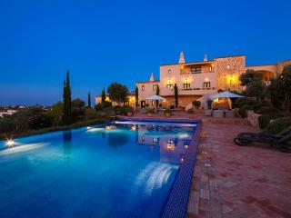 Quinta dos Sonhos  - Stunning 5 Bedroom Villa with Enormous Pool., Carvoeiro