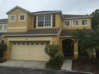 Single-family two-story home in golf community, Tampa