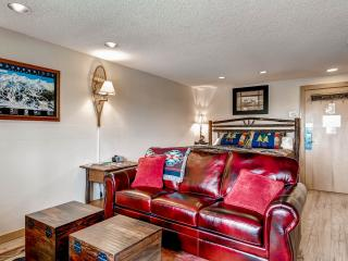 The Village--Ski-in/out, KING bed, hot tubs, wi-fi, Breckenridge