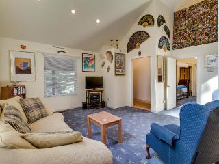 Secluded lodge w/global decor near skiing and lake!, Soda Springs