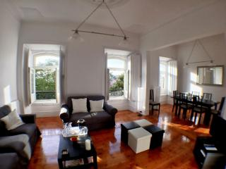 Castelo Patio apartment in Castelo with WiFi & private terrace.
