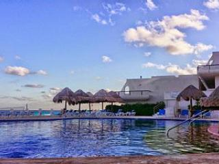 Caribbean Beachfront Penthouse #705, Cancun