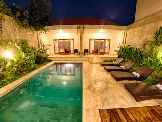 BEST LOCATION, modern 2bd villa w/ private pool, Seminyak