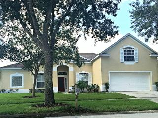 Spacious 5 bedroom/4 bathroom Disney Area Home, Davenport