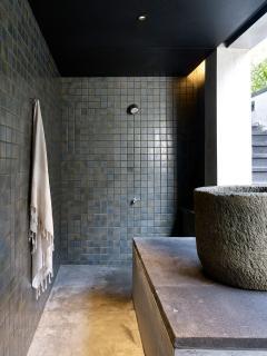 Arnalaya Beach House - Pool bale changing room