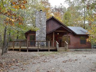 2 bed, 2 bath furnished cabin-wooded setting-off highway Hot tub!Wifi! Dog Pen!