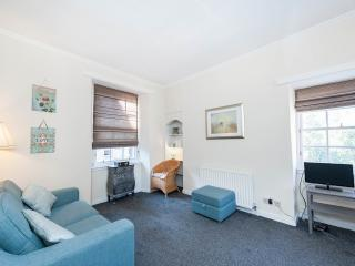 Lovely Central Apt off Royal Mile sleeps 4, Midlothian