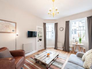 Chic Apartment by the Royal Mile