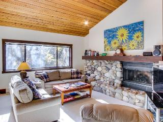 Cozy condo with mountain views, shared hot tub, private deck