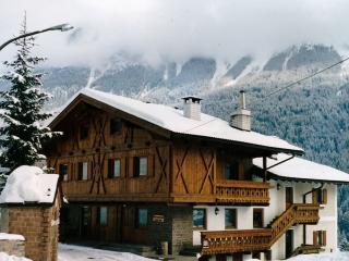 Maso dal Sester nelle Dolomiti di Fassa