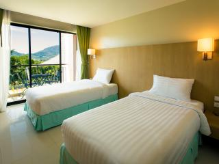 Best View Room, Scenic top floor, hilltop, heart of Phuket