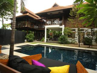 5 BR Luxury Villa with Pool + Garden