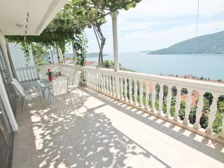 House in Topla with a gorgeous view of the sea, Herceg-Novi