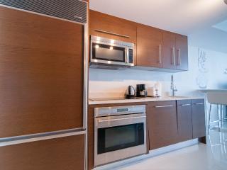 Equipped kitchen with top notch appliances: sibZero fridge, Bosch diswasher, Wolf cooking range...