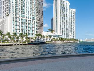 Visit Miami in Style. Studio centrally located