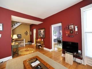 Clean and Convenient 3 Bedroom Downtown Louisville Condo