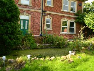 Garden flat in pretty village near Bath, Holt