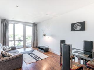 Modern 1 bed flat, Ealing Broadway, W5, Londres