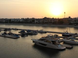 Large waterfront 3.5 Bedroom on Palm Jumeirah, Dubai