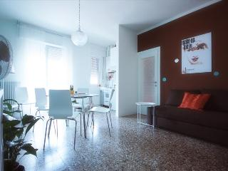 Magenta24 - free wifi - 6 people, Lecco