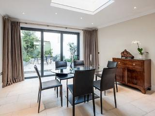 South Kensington 3 Bed Apartment