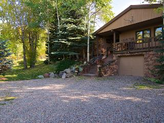 Romantic Wooded Riverfront Estate With Just A 5 Mi, Aspen