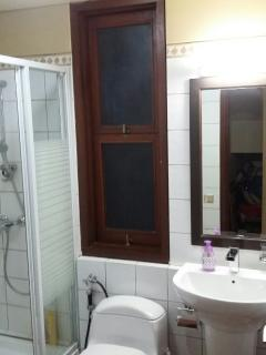 Bathroom (groundfloor and 1st floor similar)