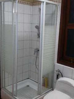 Bathroom (ground floor and 1st floor similar)
