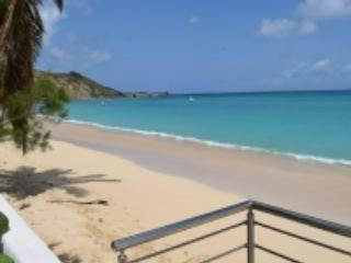 HONEYMOON CONDO...Fabulous, Romantic, Affordable Condo on Grand Case beach