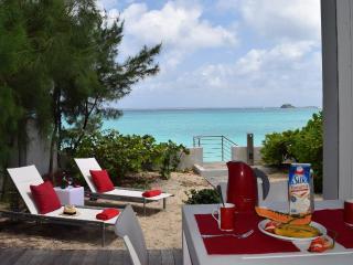 HONEYMOON CONDO...Fabulous, Romantic, Affordable Condo on Grand Case beach