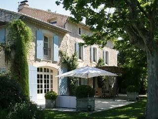 Two Large farmhouses within walking distance of St. Remy - Le Mas de Lavande