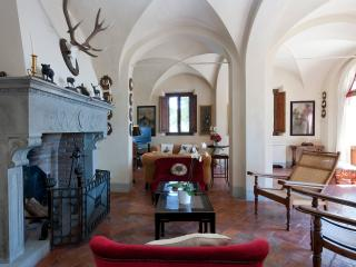 Private Villa on a Castle Estate near Certaldo - Villa Grandiosa