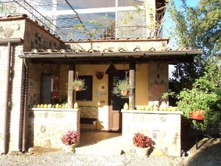 Countryside House on Working Italian Farm - Casale Giardino