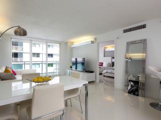 Amazing modern apartment on the ocean, Miami Beach