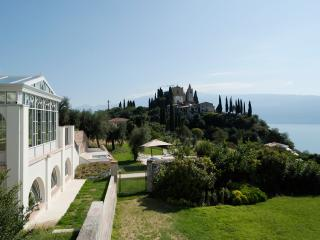 Luxury Villa on Lake Garda with Pool for Three Couples - Villa Garda, Toscolano-Maderno