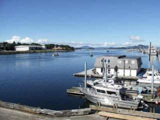 Have your captain pick you up at the Fisherman's Quay harbor!