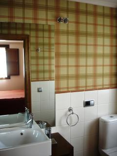 Baño con bañera incorporado en la Habitación Matrimonial Apartamento Playa de Barro