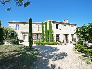 Provence Villa in a Village with Pool and Gardens - Le Mas de Jasmin, Paradou