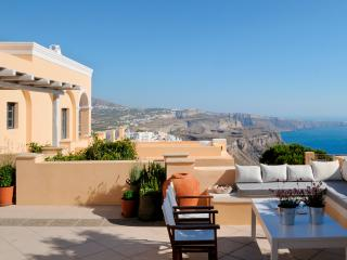 Santorini Villa with Guest Houses and Gorgeous Views - Villa Medusa, Firá