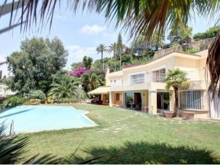 Cannes Villa with Pool Near Palais des Festivals - Villa d'Or