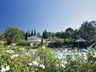 Family-Friendly Villa with Pool and Walking Distance to St Remy - Villa