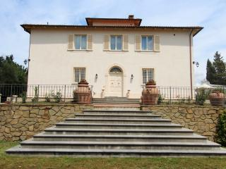 Beautiful Tuscany Villa for a Large Group with Spectacular Views - Villa Pucci