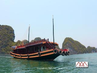 Private cruise + Kayak excursion in Lan Ha Bay, Cat Ba