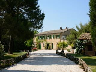 Historic Marche Villa with Pool and Chapel - Villa Aria, Montemaggiore al Metauro